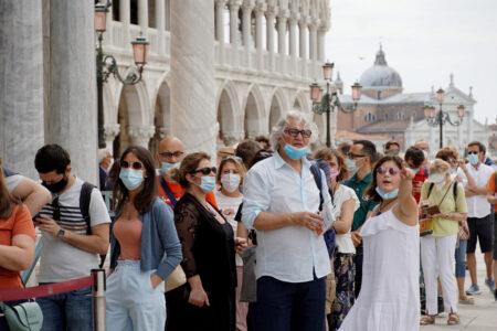 イタリアで28日から屋外でのマスク着用義務を解除