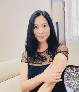 菅政権の売国三本柱の一人、三浦瑠麗がコロナワクチン接種を受けたフリをして庶民に安全性をアピール