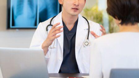 【創価王国・京都】ワクチンの副作用に苦しむ女性が病院から診察を拒否され、たらい回しにされる