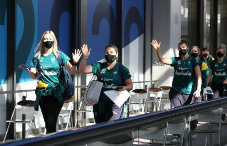 【五輪強行】菅首相「五輪より国民の命」と発言するも、同日にオーストラリアの五輪選手団が成田に到着