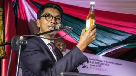 「WHOがコロナ治療薬に毒を混ぜるように指示してきた」と暴露したマダガスカル大統領の暗殺未遂事件が発生