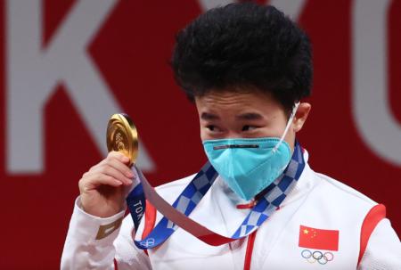 女子重量挙げで金メダルを獲得した中国人選手に男性疑惑 多様性で済ませるつもりか?