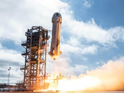 【宇宙は存在しない】Amazon・ベゾスのロケット高度100キロに達しただけで「宇宙旅行成功」と発表