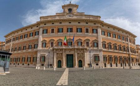 【イタリア】医療従事者300人がコロナワクチン接種義務に異議申し立て