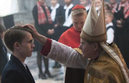 【続報】仏カトリック聖職者の性的虐待により21.6万人の子供が被害 関係者による虐待を含めると33万人が被害を受けていたことが発覚
