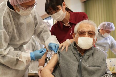 【日本中で大量に余るワクチン】高齢者すらワクチン接種を拒否