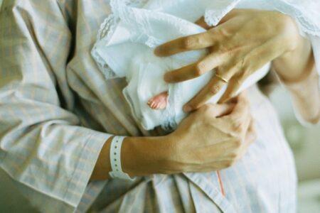 【進む人口削減】コロナワクチン接種により、次々と胎児が死亡 子宮の激痛や不正出血に苦しむ女性も