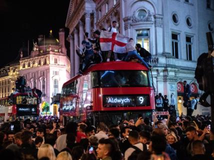 英イングランド19日からコロナ対策完全撤廃へ 全国民が既にノーマスクで自由に生活
