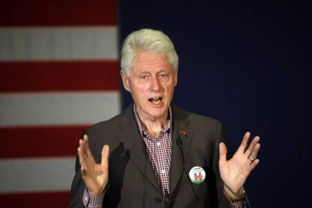 ビル・クリントン元大統領の影武者が入院し、本人が9月25日にグアンタナモで毒殺された事実を隠蔽